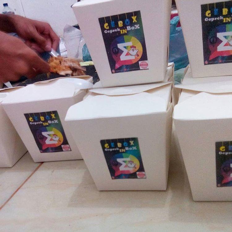 """Gebox Eksis: """"Geprek In Box""""  mendapatkan hibah dana dari Kompetisi Bisnis Siswa Indonesia (KBMI) oleh Kemenristek DIKTI"""